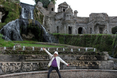 Emma (13) at Tivoli, Italy