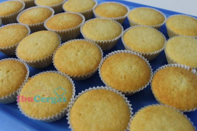 vanila fluffy cupcake  {focus_keyword} Peniaga Itu... IMG 2685