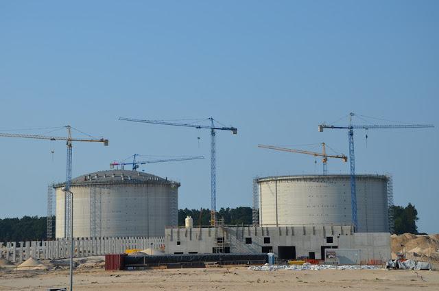 Budowany gazoport LNG w Świnoujściu (Polskie LNG, skroplony gaz ziemny, metan)