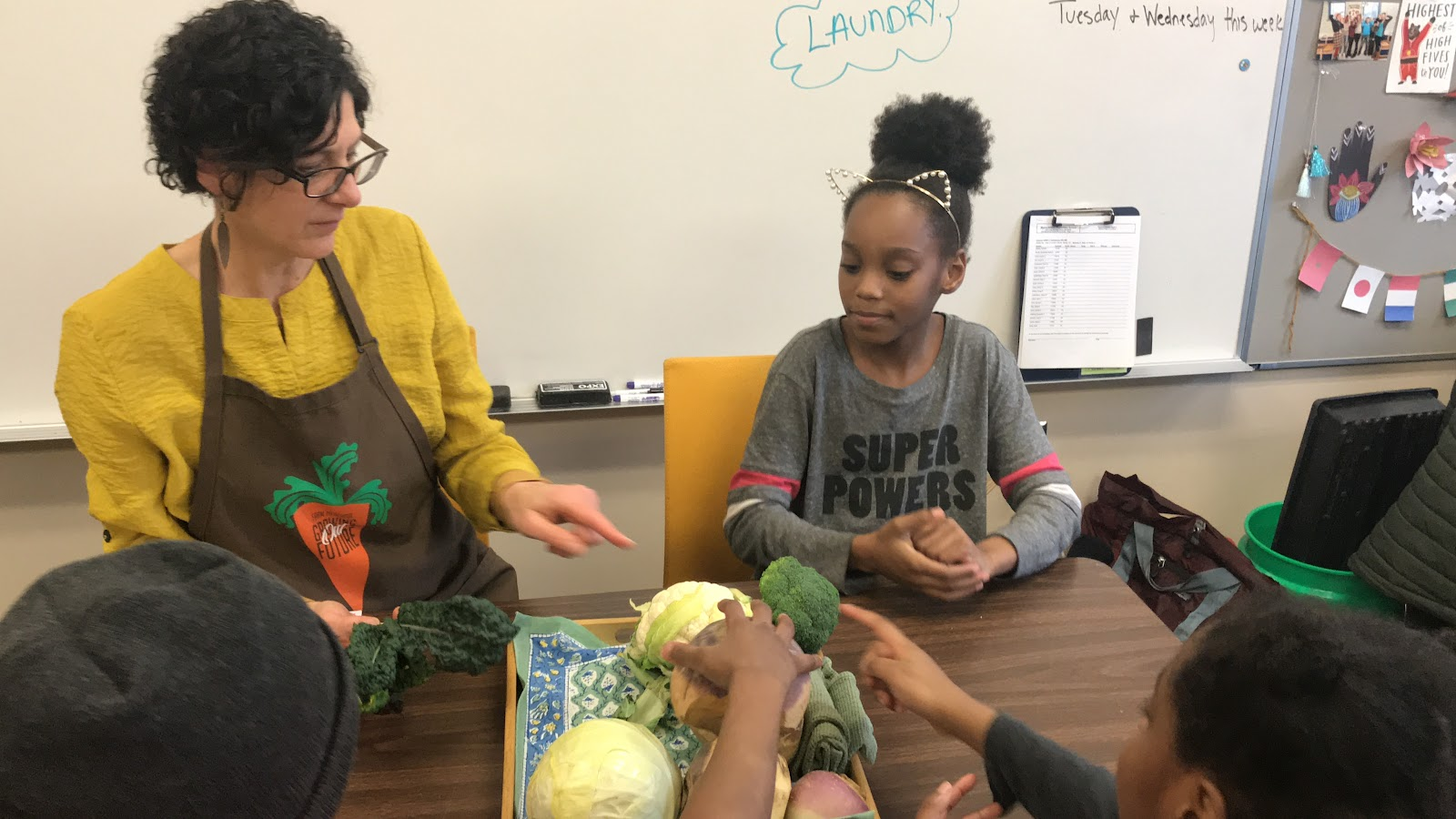 Renee Willemsen with students from Duluth learning about vegetables.
