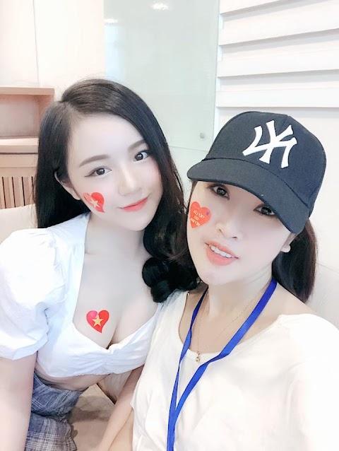 Thông tin hot girl ngủ gật cổ vũ U23 Thủy Tiên.