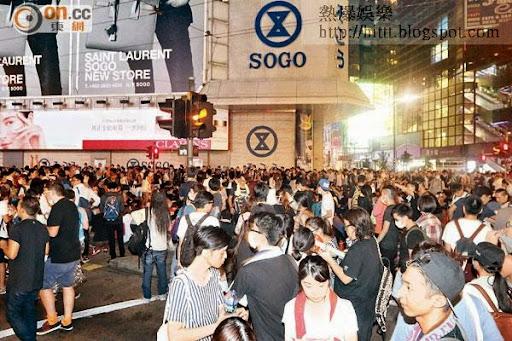 銅鑼灣大批示威者深夜聚集在銅鑼灣,交通癱瘓。