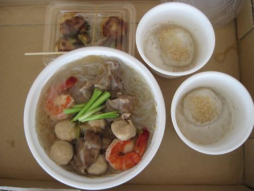 ベトナムのフォーとココナッツ味のお餅、たこやき