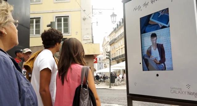 Live Human Interactive Digital Display Ad Panel Is Brilliant