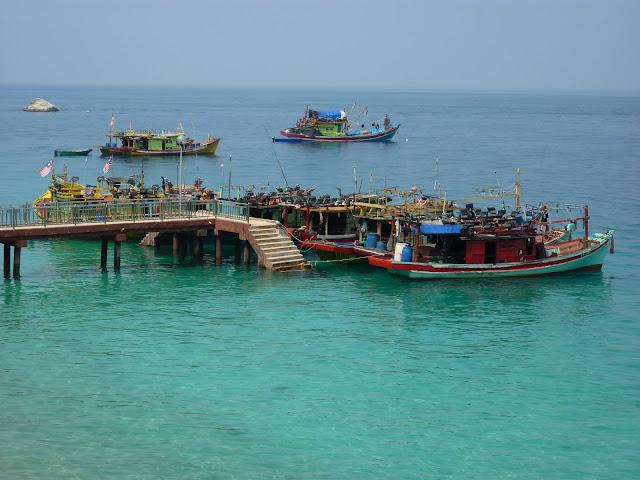 Blog de voyage-en-famille : Voyages en famille, Pualu Besar, walk on the Beach