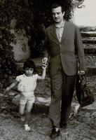 Julia niña y José Agustín Goytisolo