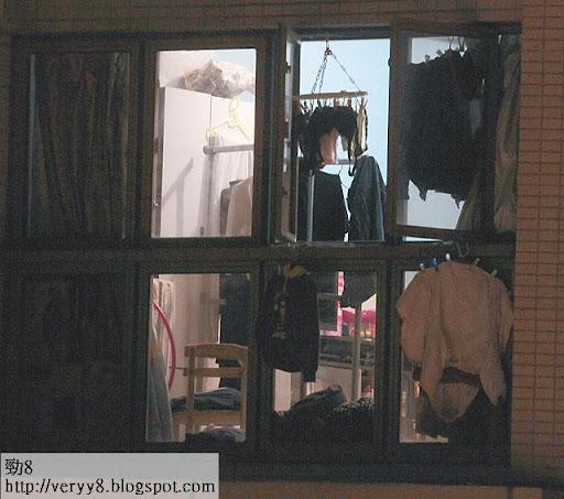 4.大廈內不少單位都掛滿了衣物,擺明是住宅。
