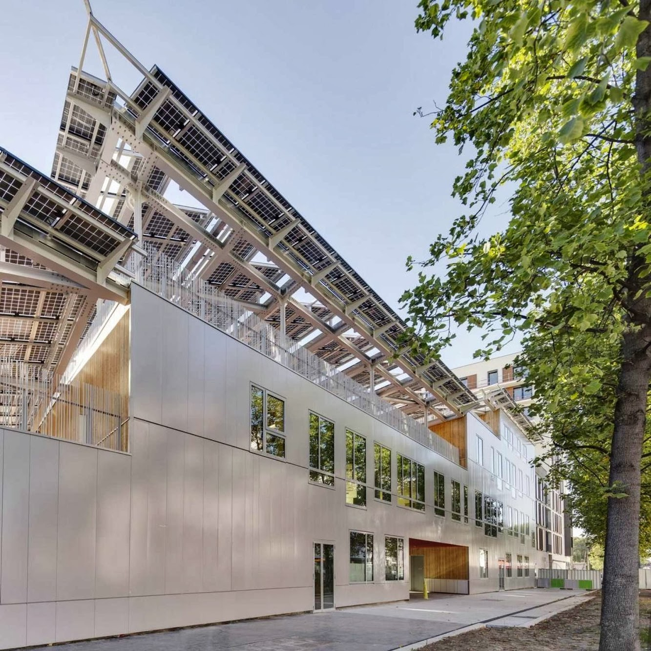 Saint-Ouen, Francia: Docks School by Mikou Design Studio