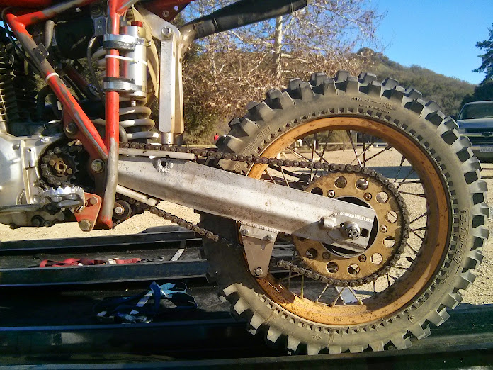 Unique suspension of the HPF C&J monoshock chassis