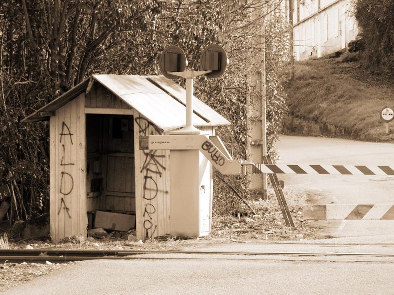 Ganador Floro -  Titulo : El viejo puesto del guardia-barrera