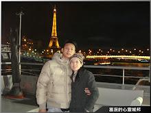 歐洲旅行夜遊巴黎塞納河留念