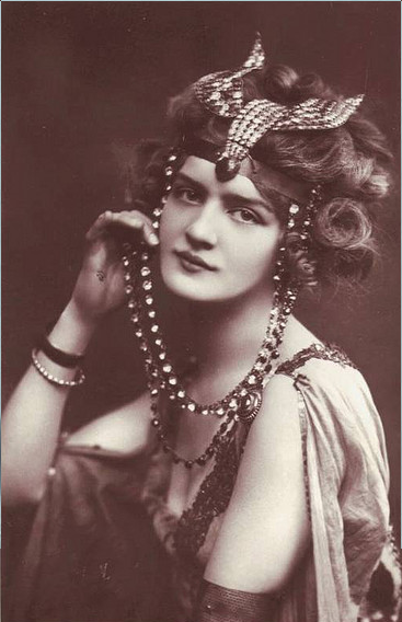 elsie vintage portrait