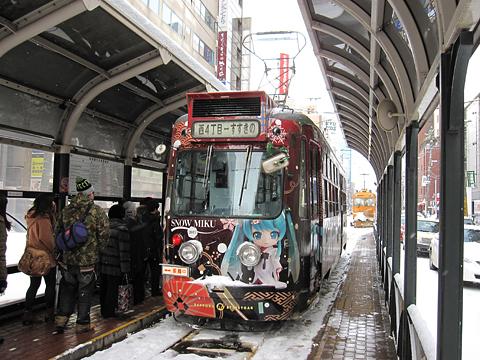 札幌市電 212号「雪ミク電車2013」(H25.01.18) 西4丁目電停にて