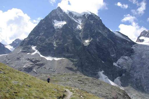 Le mont Collon vu depuis les plans de Bertol