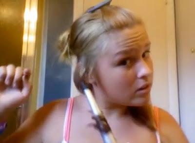 【動画】コテ(カールアイロン)で女の子の髪が取れた動画。熱による損傷と原因解説