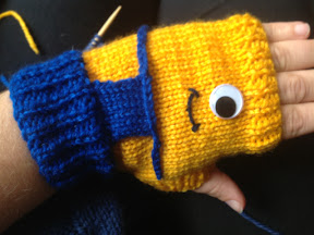 Despicable Me Minion Fingerless Gloves ? Knitting Pattern ...