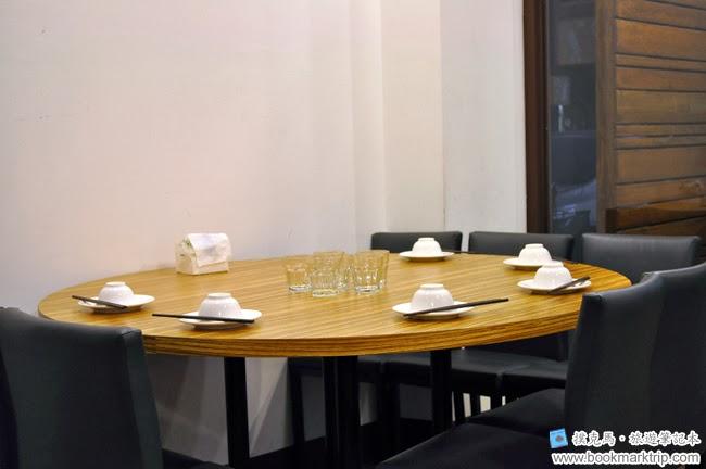 品八方燒鵝小餐館圓桌