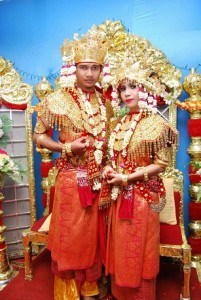 Pakaian adat sumatera selatan Aesan Gede pakaian tradisional sumatera selatan Aesan Gede 201x300 Pakaian Adat Tradisional Indonesia