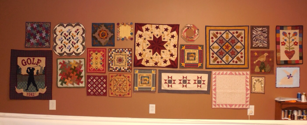 Traditional Primitives~~~: Wall Of Little Quilts! : little quilts - Adamdwight.com