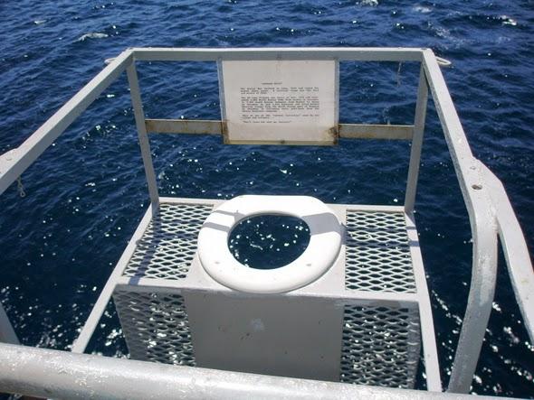 Lavabo en el exterior de un barco