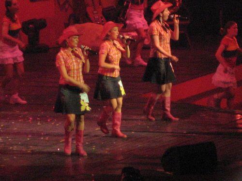 K3 - Het optreden van de meiden wordt allicht ook gesmaakt door het iets oudere mannelijke publiek.