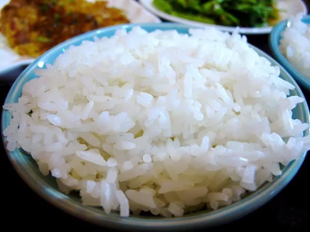 白飯-二分之一泰式小館,台中泰式料理餐廳