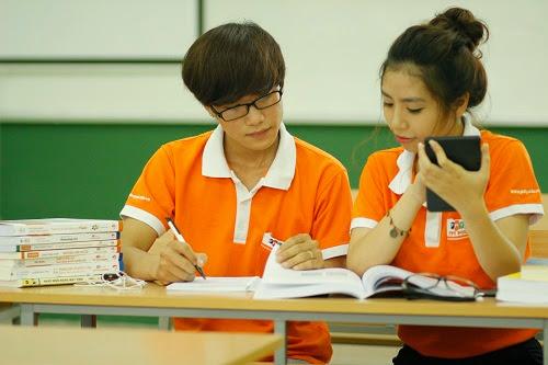 Sinh viên FPT Polytechnic học tập theo nhóm