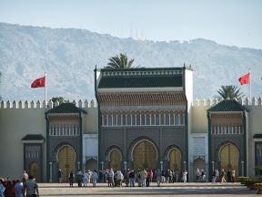 Marokko, Rundreise, Heideker Reisen, Casablanca, Fes, Fès, Meknes, Meknès, Volubilis, Hoher Atlas, Erfoud, Rissani, Midelt, Kasbah, Quarzazate, Dades-Tal, Todra-Schlucht, Tineghir, Ait Benhaddou, Tizi n´Tichka Pass, Marrakesch, Bab Agnaou, Souk, Djemaa-el-Fna, Moulay Idriss, Hassan-Turm, Medersa Attarine, Merzouga