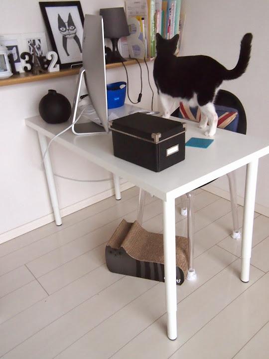 IKEAのパソコンデスク