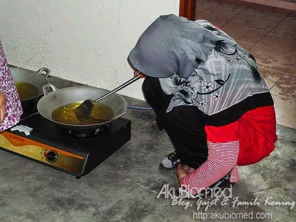 Akak tunggu minyak panas yer