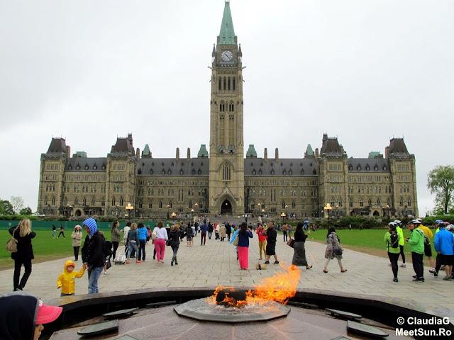 Ottawa - Parlamentul Canadei. Flacara centenara