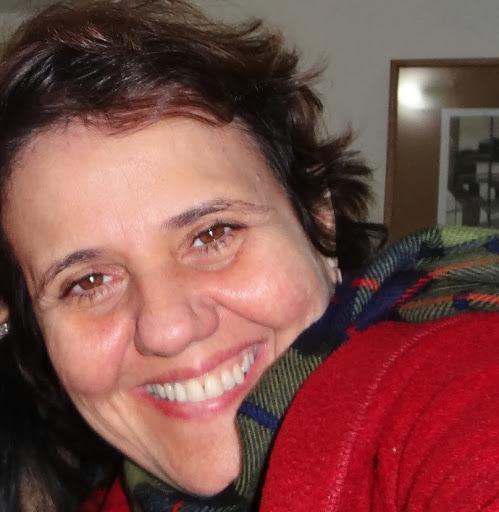 Christina Almeida Photo 19