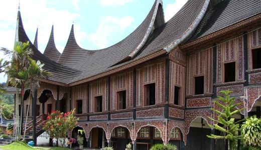 rumah gadang adalah rumah adat suku minang kabau