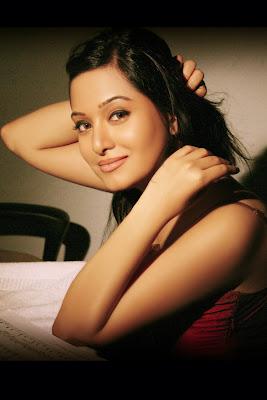 actress preetika rao latest photoshoot pics