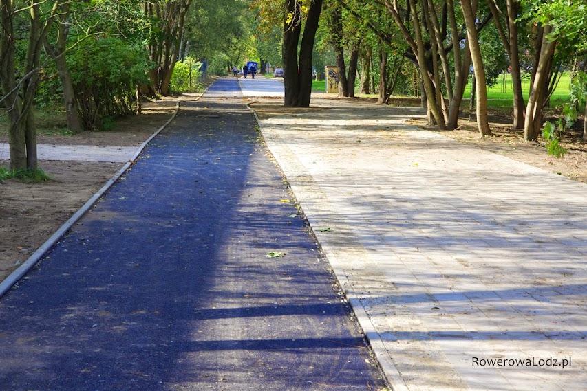 W śladzie ul. Jaracza szeroka na 2,5 m droga dla rowerów i bardzo szeroki chodnik
