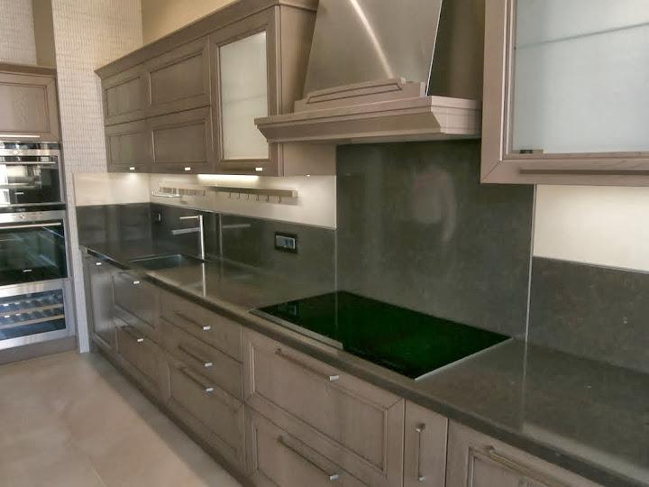Общий вид на левую часть кухниу