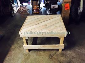 pallet gỗ làm bàn ghế uống trà
