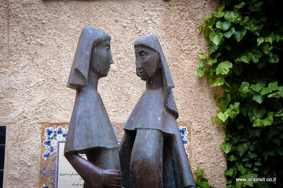 Дева Мария и Елизавета, встреча в Эйн Карем. Скульптура в церкви Посещения. Экскурсия в церковь Посещения.