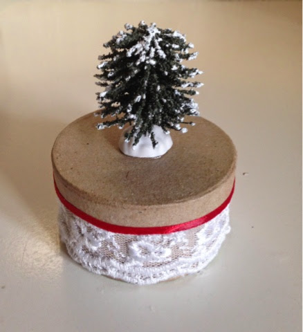Holiday  Round Box  with Christmas Tree