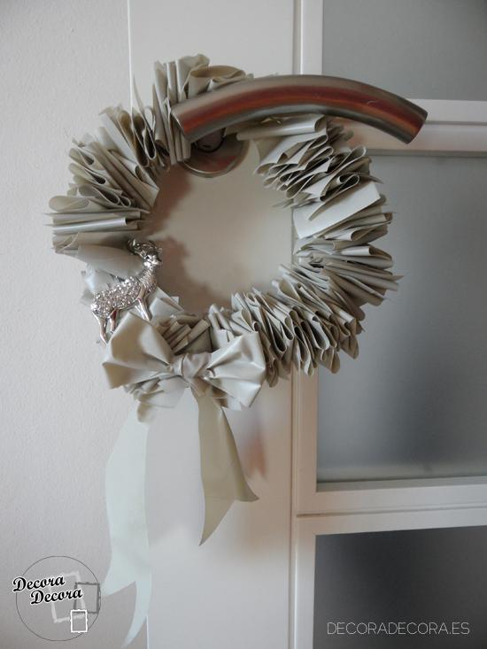 una corona de navidad hecha a mano