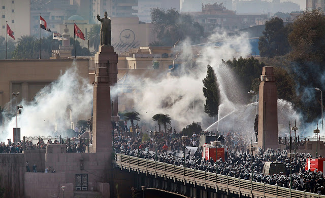 Egyptian Revolution شريف الحكيم Egypt_protest_30