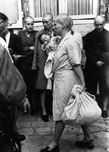 Essa imagem retrata apenas algumas das muitas mulheres que sofreram violência e humilhações ao final da Segunda Guerra.