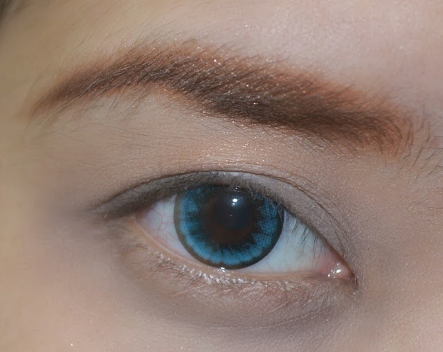 Draw the dotted line area with eyebrow pencil to make it more defined and looked more natural