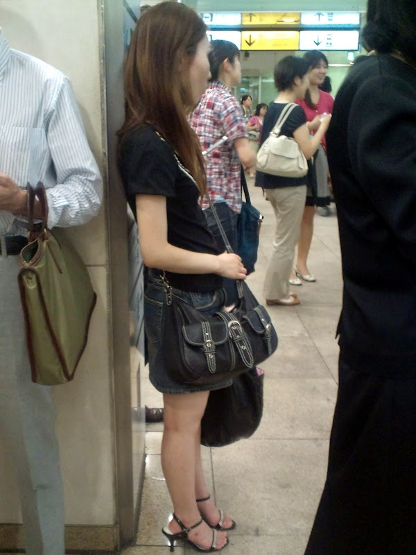 In front of the ticket gate vol.5 part 4:upskirt,picasa0