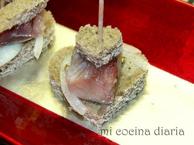 Arenque con cebolla en aceite aromático (Сельдь с луком в пряном масле)