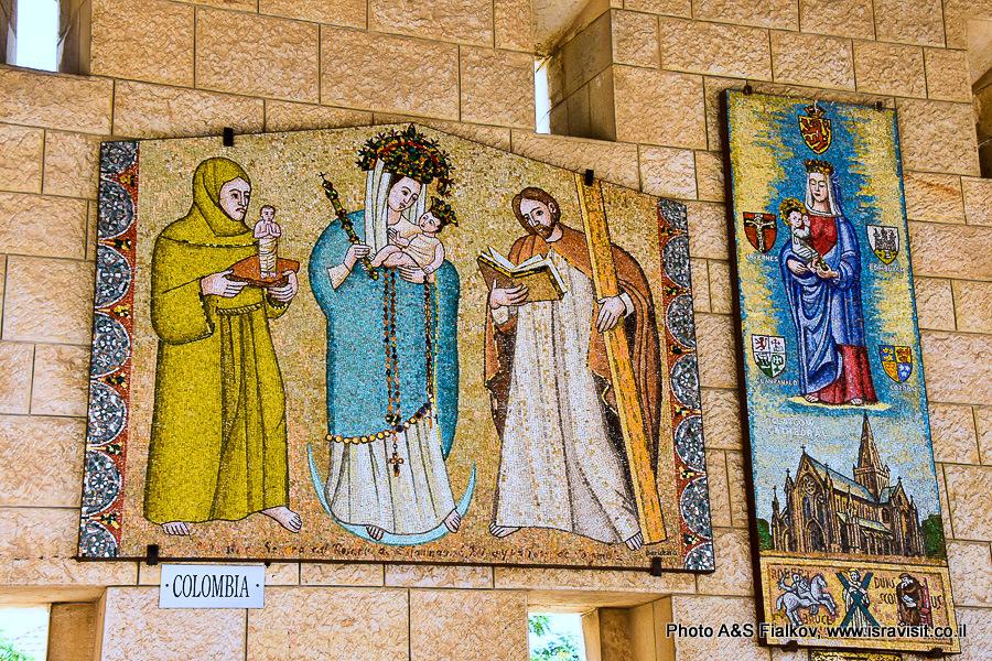 Дева Мария. Пано разных стран в Базилике Благовещения.
