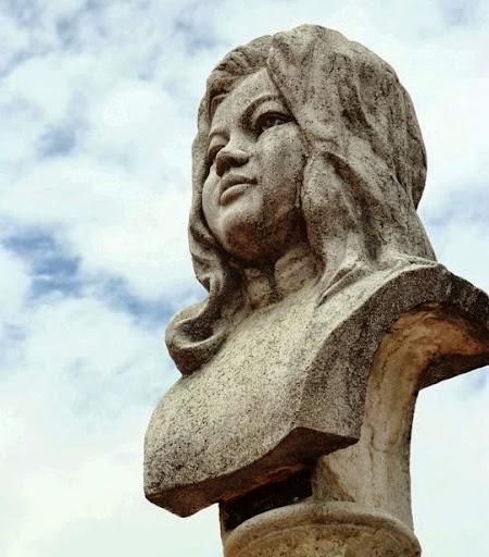 Di dời tượng đài Quách Thị Trang: Cất vào lịch sử hay khép lại lịch sử?