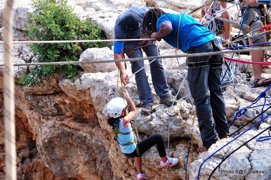 Снеплинг в Пещере Радуге, Меарат Кешет в национальном парке Адмит. Экскурсия по Западной Галилее. Гид в Израиле Светлана Фиалкова.