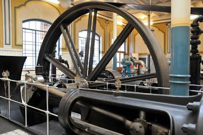 Beieindruckende Maschinen - im Feldschlösschen kam schon früh eine Eismaschine zum Einsatz.