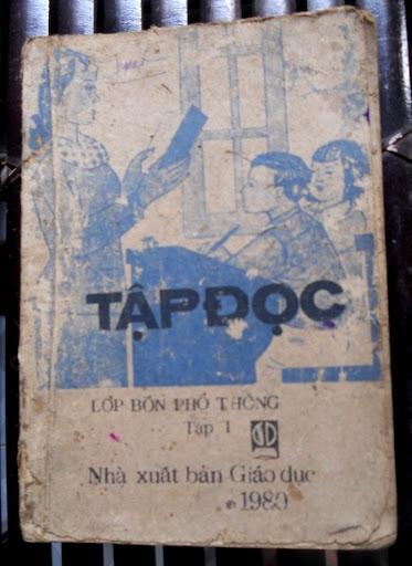 Sách giáo khoa tiểu học cũ - nơi lưu giữ từng trang ký ức DSCN3244
